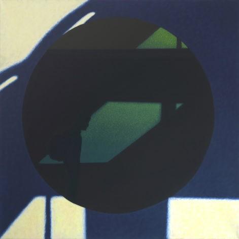 """Obraz """"Pomiędzy IV"""", tempera żółtkowa na płótnie, 90x90 cm, z cyklu """"międzyprzestrzeń"""", abstrakcyjne cienie na okrągłym oknie, sylwetka człowieka, abstrakcja geometryczna, kontrastowy światłocień"""