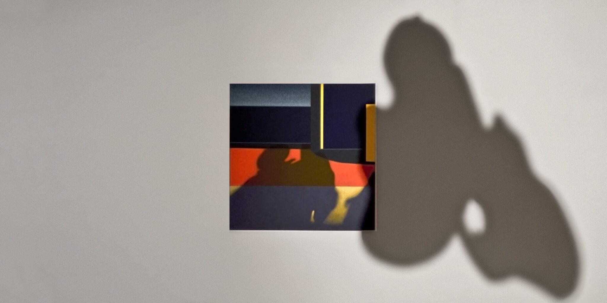 """Obraz """"Cień III"""" i cień obiektu wykonane w ramach stypendium """"Międzyprzestrzeń"""""""