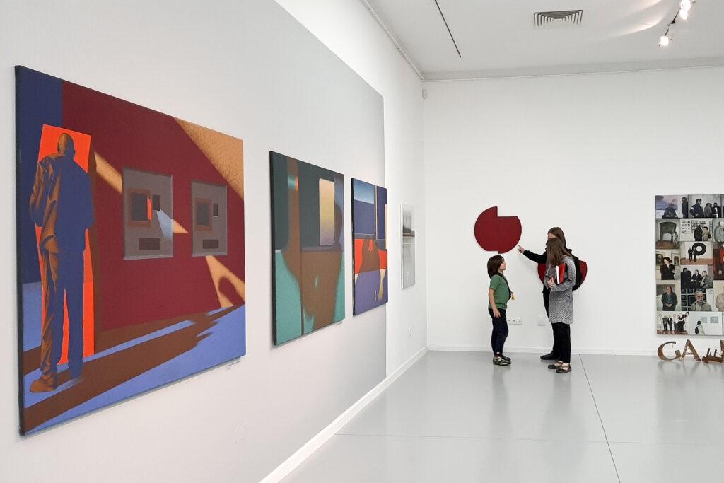 Obrazy Dariusza Milczarka na wystawie pokonkursowej w Galerii Miejskiej BWA w Bydgoszczy
